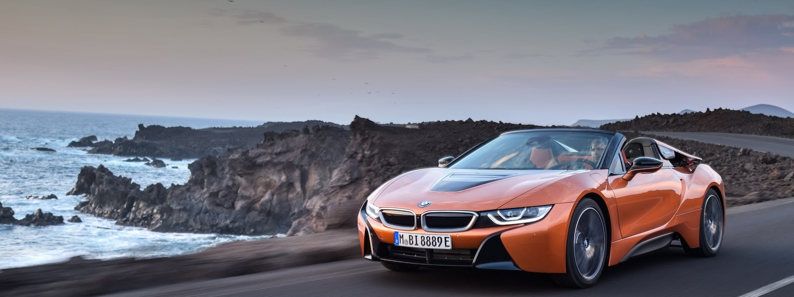 2019-BMW-i8-Roadster-Coupe-33.jpg