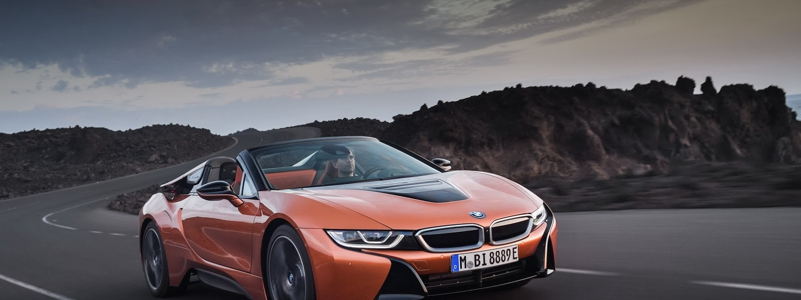 2019-BMW-i8-Roadster-Coupe-35.jpg