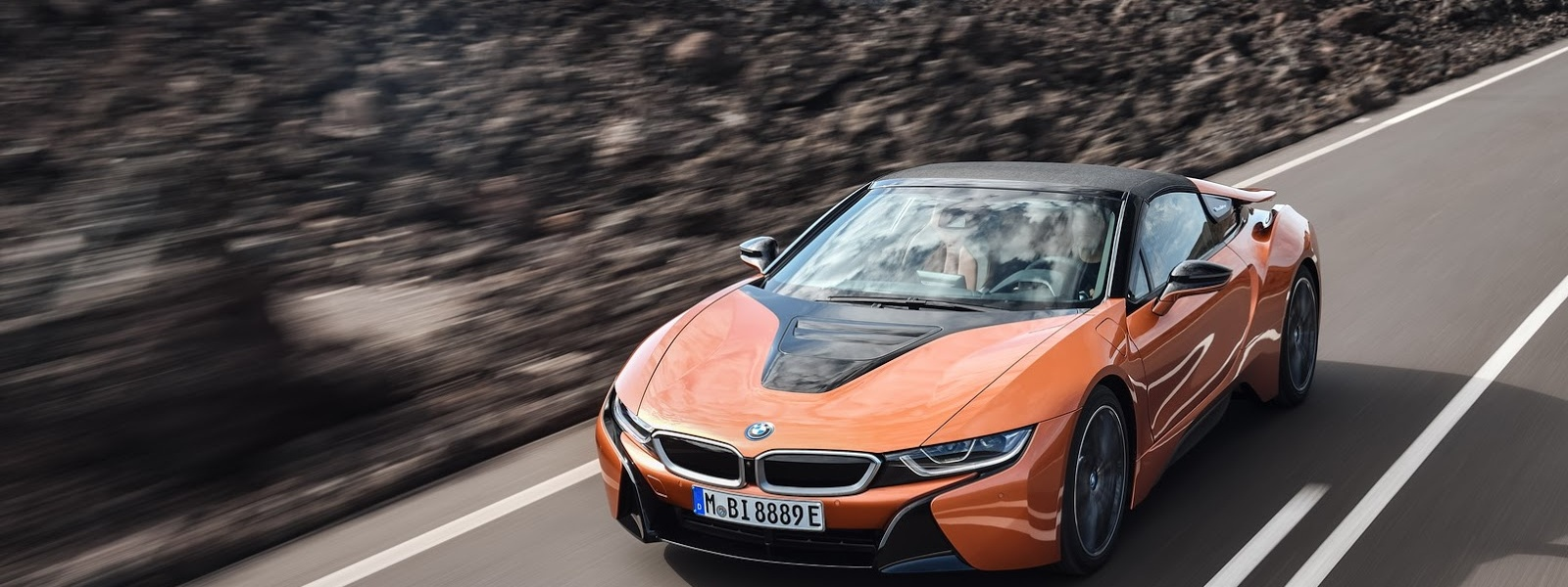 2019-BMW-i8-Roadster-Coupe-36.jpg