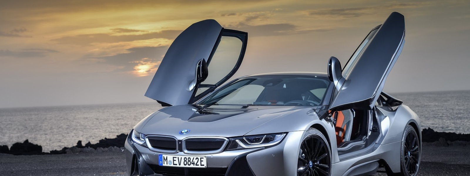 2019-BMW-i8-Roadster-Coupe-48.jpg