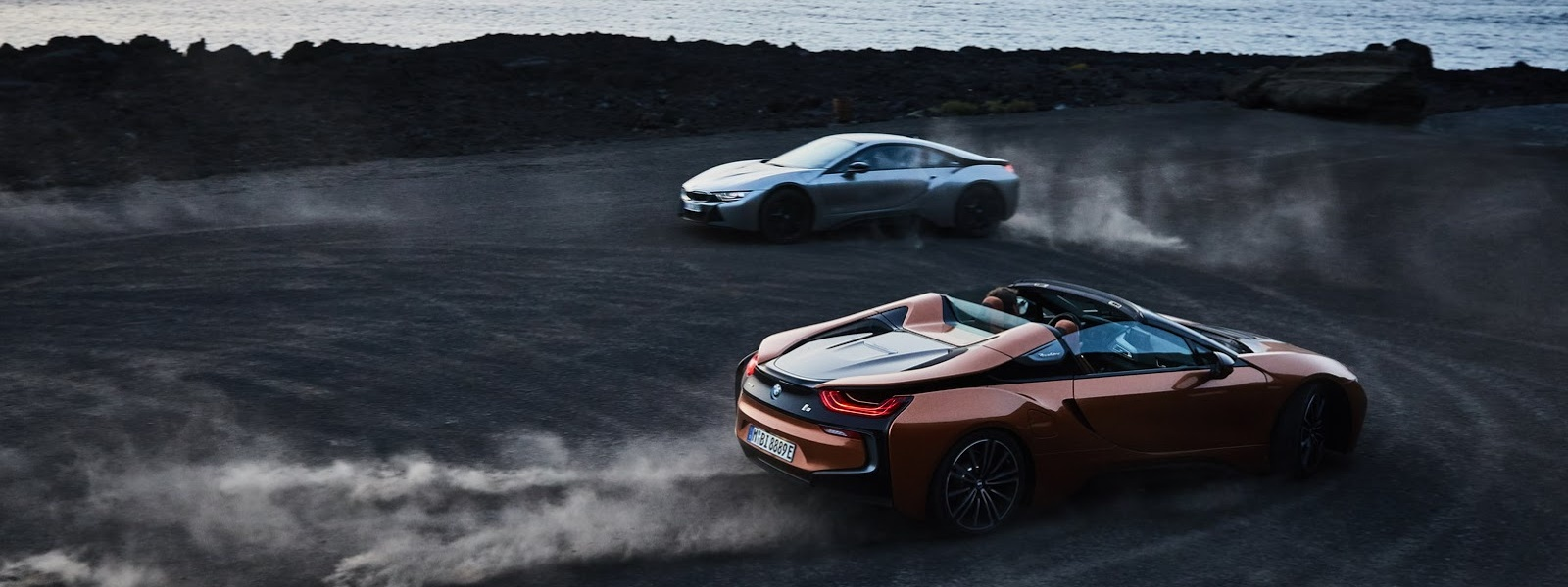 2019-BMW-i8-Roadster-Coupe-58.jpg