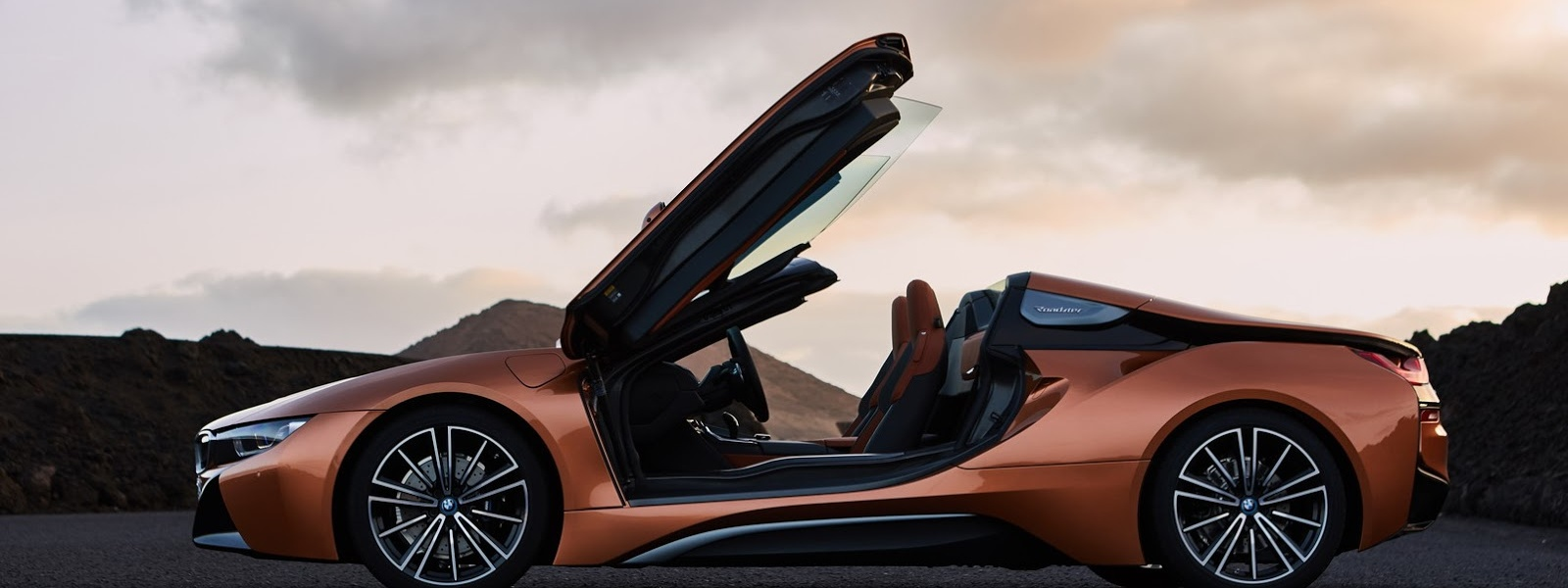 2019-BMW-i8-Roadster-Coupe-61.jpg