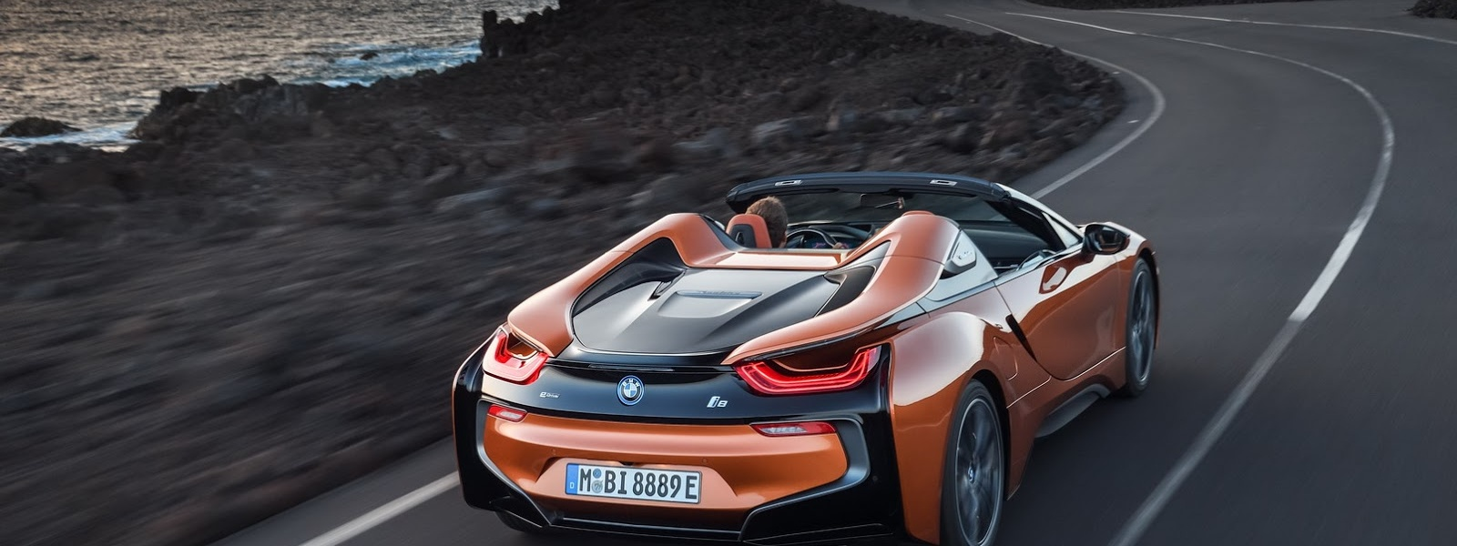 2019-BMW-i8-Roadster-Coupe-66.jpg