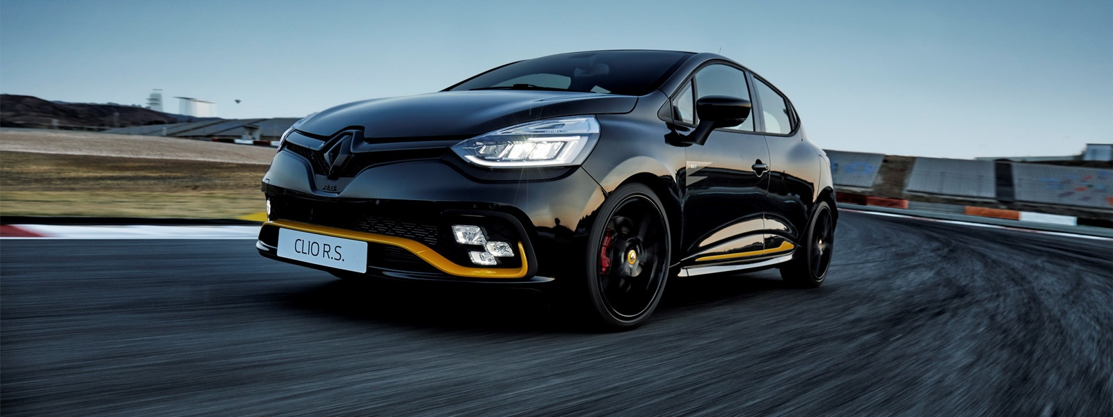 2018-renault-clio-rs-18-limited-edition-3.jpg
