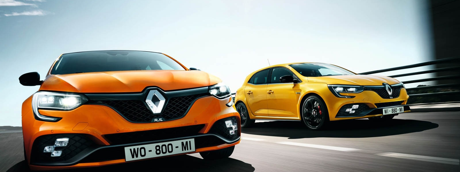 21195088_2017_New_Renault_MEGANE_R_S copy.jpg