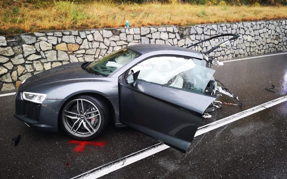 audi-r8-massive-crash-1.jpg