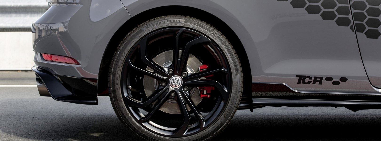 2020-vw-golf-gti-tcr-2.jpg