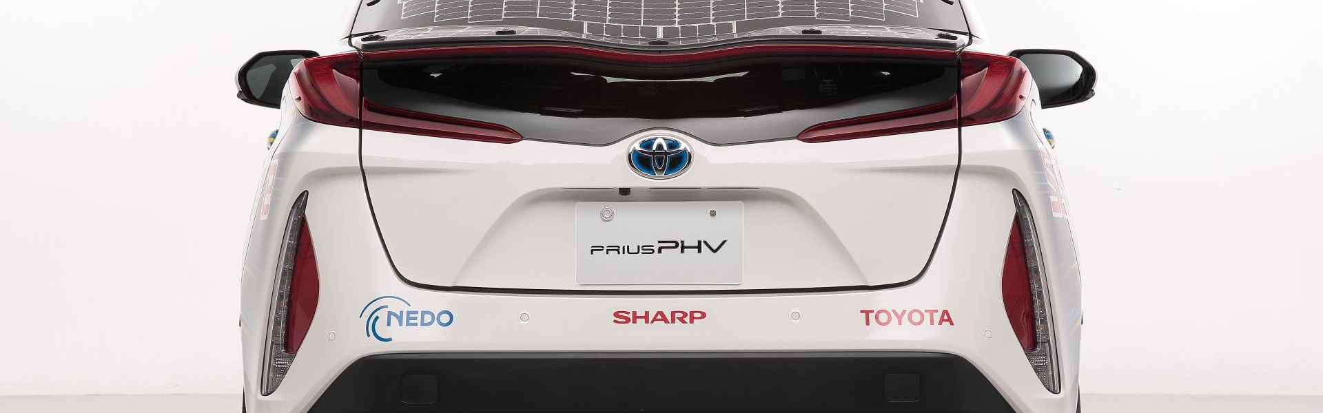 toyota-prius-phv-demo-car-with-solar-panels-2.jpg