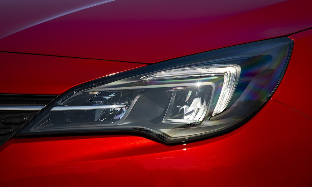 Opel-Astra-LED-Headlights-509011.jpg
