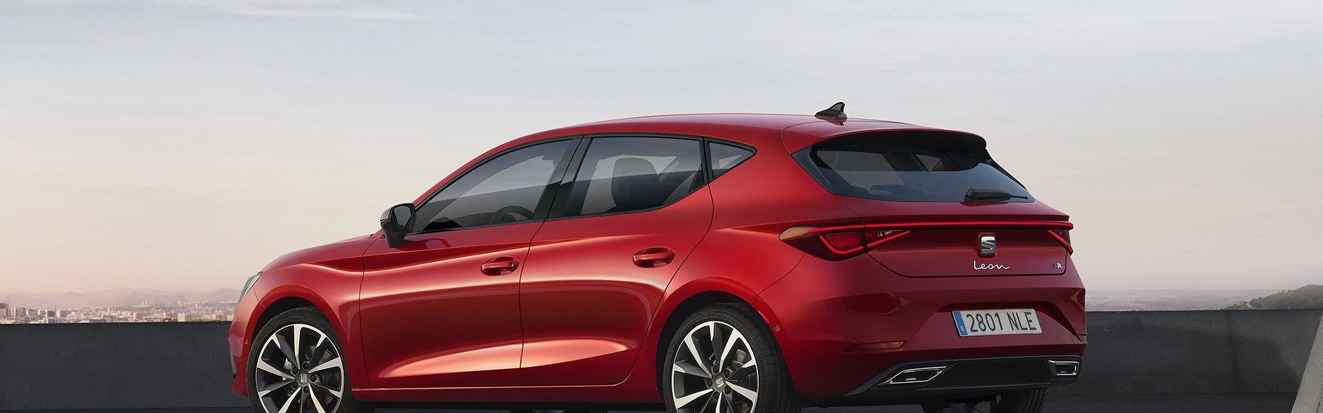 2020-Seat-Leon-Hatch-Estate-1.jpg