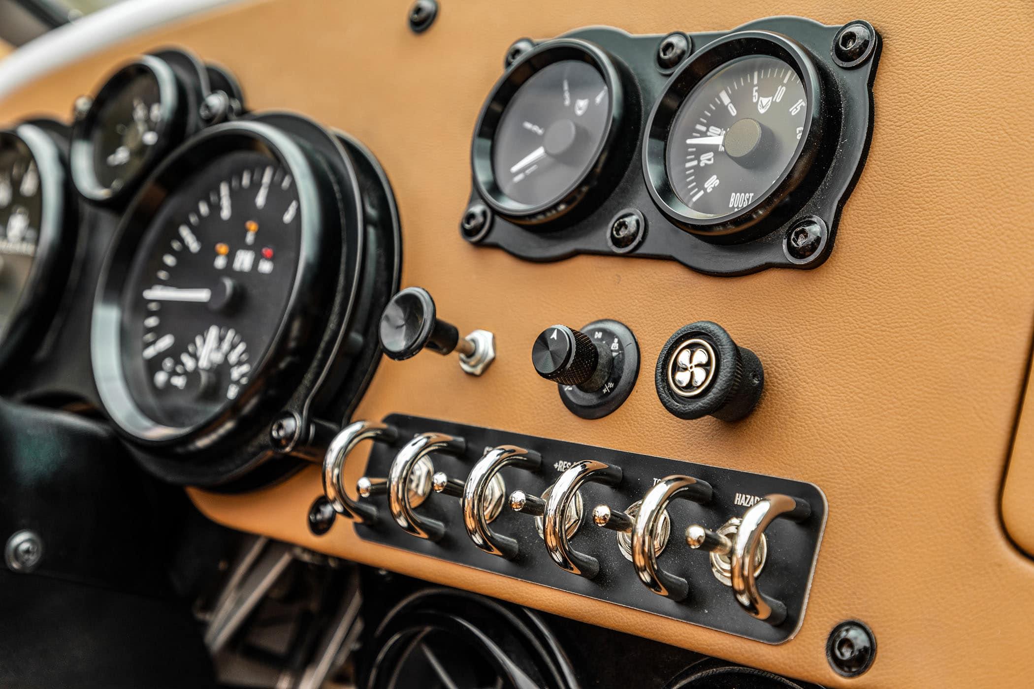 Vanderhall-Venice-GT-Pearl-White-switches.jpeg