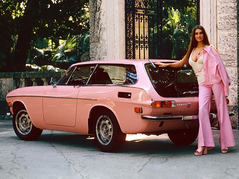 pink-cars-and-retro-girls-will-remind-you-of-the-playboy-lifestyle_13.jpg