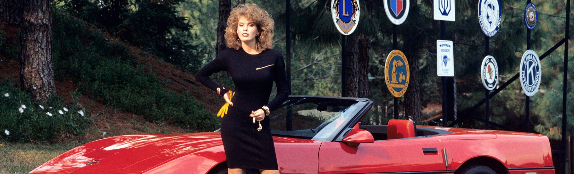 pink-cars-and-retro-girls-will-remind-you-of-the-playboy-lifestyle_2.jpg