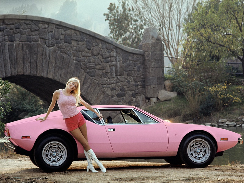 pink-cars-and-retro-girls-will-remind-you-of-the-playboy-lifestyle_3.jpg